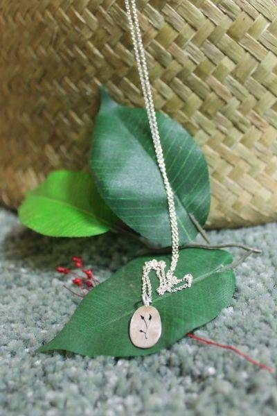 Aportación de Moss Jewelry a la cesta de Navidad de Somos Peculiares
